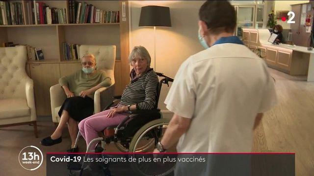 Covid-19 : la vaccination des soignants grimpe en flèche