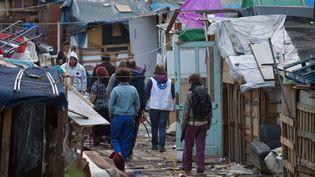 Un camp de Roms évacué à Bron (Rhône), le 16 avril 2015. (NICOLAS LIPONNE / CITIZENSIDE / AFP)