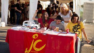 Un stand des Jeunes communistes le 9 septembre 2016 à la Fête de l'Humanité, à La Courneuve (Seine-Saint-Denis). (MAXPPP)