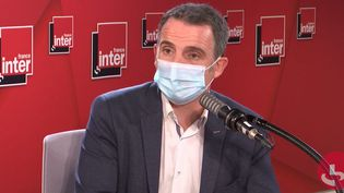 Éric Piolle, le maire EELV de Grenoble, le 13 octobre 2020 sur France Inter. (FRANCEINTER / RADIOFRANCE)