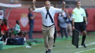 L'entraîneur de l'AS Monaco fête un but de son équipe lors de la réception de Rennes, le 17 septembre 2016. (VALERY HACHE / AFP)