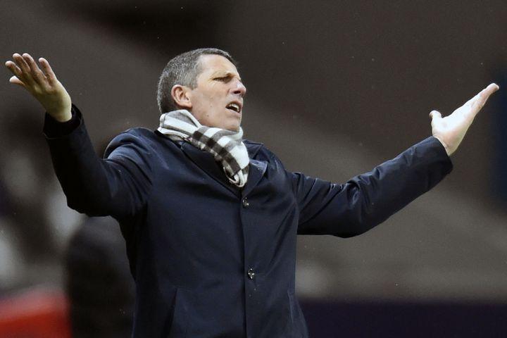 Le coach strasbourgeois, toujours très expressif durant les matchs. (PASCAL PAVANI / AFP)