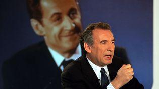 François Bayrou, lors d'un débat télévisié avant le premier tour de l'élection présidentielle, le 8 avril 2007. (DOMINIQUE FAGET / AFP)