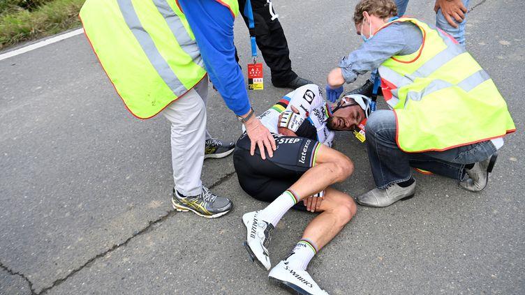 Terrible ! Julian Alaphilippe à terre sur le Tour des Flandres 2020. (DIRK WAEM / BELGA)