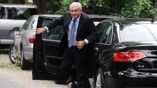 Dominique Strauss-Kahn devant son domicile de Georgetown, après une visite au FMI, à Washington, le 29 août 2011. (AFP/STR)