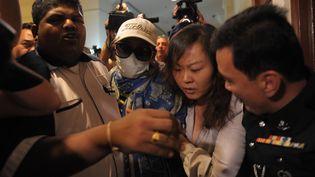 Des Chinoises en colère ont fait irruption le 19 mars 2014 dans la salle de presse, à Kuala Lumpur (Malaisie). (MOHD RASFAN / AFP)