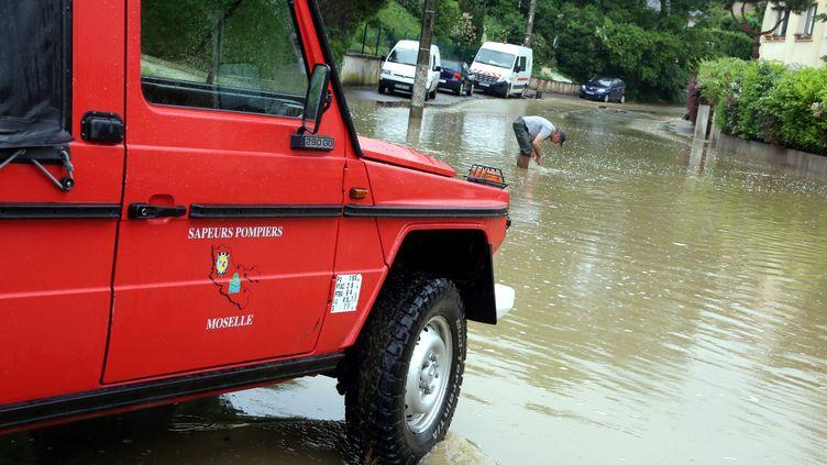 Les pluies ont occasionné des inondations à Beuvange (Meurthe-et-Moselle), le 30 mai 2016. (MAXPPP)