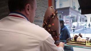 Le chocolat est de plus en plus souvent présenté comme une oeuvre d'art. (FRANCE 3)