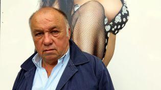 """Dominique Alderweireld, dit Dodo la Saumure, pose devant son bar à hôtesses baptisé """"DSK"""". (  MAXPPP)"""
