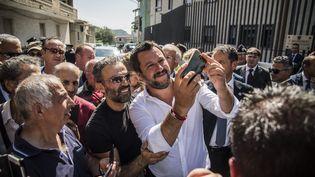Le ministre de l'Intérieur italien et leader de la Ligue Matteo Salvini en déplacement à San Leo, en Sicile, le 15 août 2018, au lendemain de l'effondrement meurtrier d'un pont à Gênes. (MAXPPP)