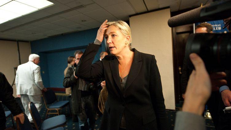 Marine Le Pen après une journée à courir dans les couloirs du Congrès américain à Washington DC aux Etats-Unis, le 2 novembre 2011. (Nicholas KAMM / AFP PHOTO)