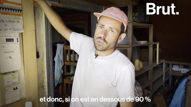 Voilà comment les habitants de cette ferme des Pyrénées-Atlantiques s'organisent pour s'approcher de l'autonomie alimentaire et énergétique.