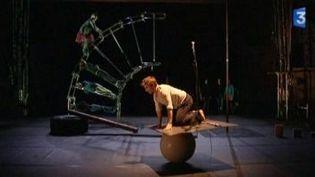 """La compagnie Cahin-Caha au festival du cirque contemporain """"Janvier dans les étoiles""""  (Culturebox)"""