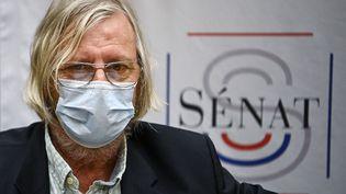 Le professeur Didier Raoult participe à une commission du Sénat sur la gestion de la pandémie de Covid-19, le 15 septembre 2020, à Paris. (CHRISTOPHE ARCHAMBAULT / AFP)