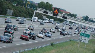 Des voitures sur l'A7, près de Privas (Ardèche), le 2 août 2014. (CHRISTOPHE ESTASSY / CITIZENSIDE.COM / AFP)