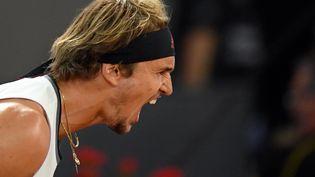 Vainqueur du Masters 1000 de Madrid, Alexander Zverev laisse éclater sa joie (OSCAR DEL POZO / AFP)