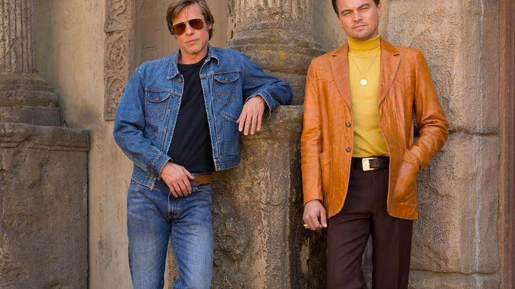 """Les acteurs américains Brad Pitt et Leonardo DiCaprio sur une photo promotionnelle de """"Once Upon a Time.. In Hollywood"""" du réalisateur américain Quentin Tarantino. (Copyright 2018 Sony Pictures Entertainment Deutschland GmbH)"""