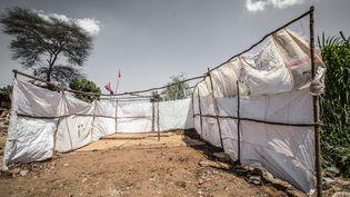 Des sacs en polypropylène recyclé dans les bidonvilles de Kibera, au Kenya. (DONWILSON ODHIAMBO / SOPA IMAGES / SIPA)