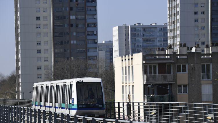 Une rame de métro à Rennes, le 16 mars 2017. (DAMIEN MEYER / AFP)