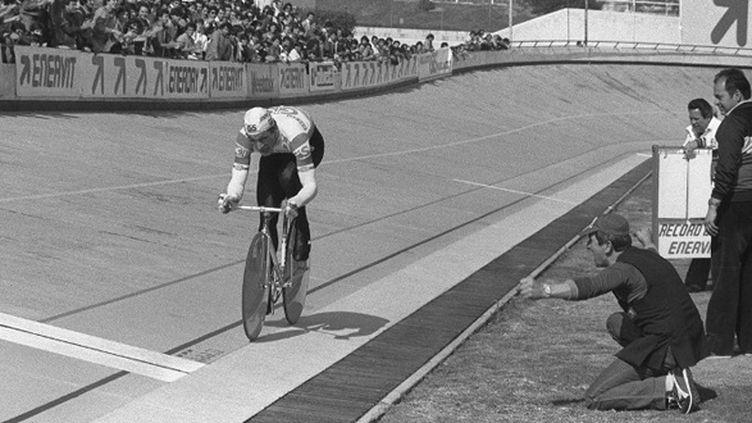 Francisco Moser bat le record du monde de l'heure sur la piste de Mexico en 1984 (- / UPI)