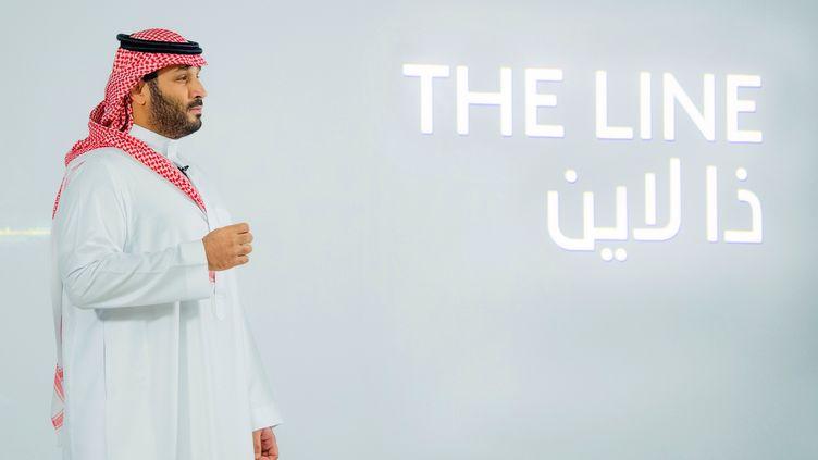 """Le prince Mohammed Ben Salmane le 10 janvier 2021 lors de la présentation du projet """"The Line"""" (BANDAR AL-JALOUD / AFP)"""
