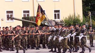 Les 10 ans de la brigade franco-allemande, le 24 septembre 1999 (GERARD CERLES / AFP)