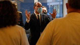 Le Premier ministre Jean Castex, en déplacement à l'hôpital de la Pitié-Salpêtrière (Paris), le 12 mars 2021. (GEOFFROY VAN DER HASSELT / AFP)
