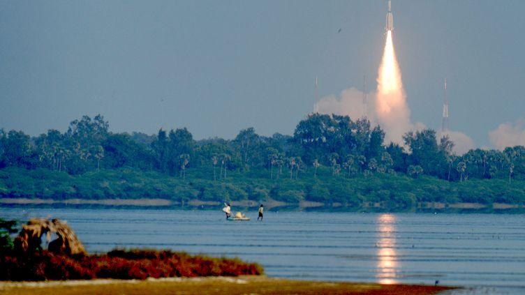 Lancement d'un satellite de communication militaire indien, depuis Sriharikota (Inde), le 19 décembre 2018. (ARUN SANKAR / AFP)