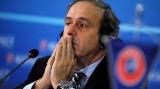 Michel Platini lors d'une conférence de presse de l'UEFA à Sofia (Bulgarie), le 28 mars 2013. (NIKOLAY DOYCHINOV / AFP)