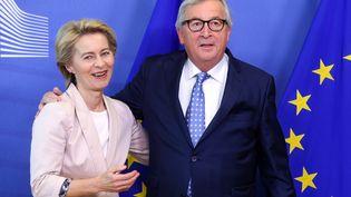 La ministre allemande de la Défense Ursula von der Leyen à rencontré jeudi 4 juillet, Jean-Claude Juncker, président sortant de la Commission européenne, à Bruxelles. (FRANCOIS WALSCHAERTS / AFP)