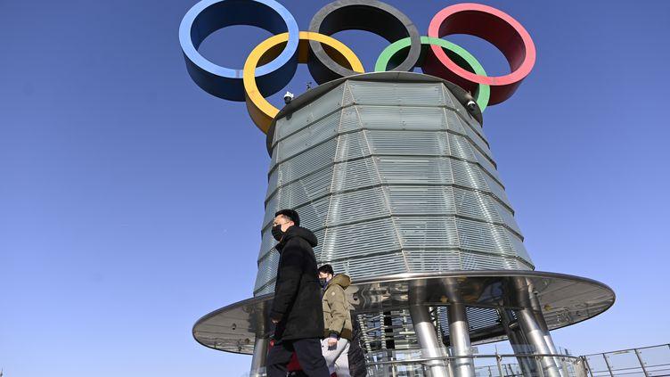 La Tour Olympique de Pékin, le 3 février 2021, un an avant l'ouverture des Jeux Olympiques d'hiver 2022 qui auront lieu en Chine.  (WANG ZHAO / AFP)