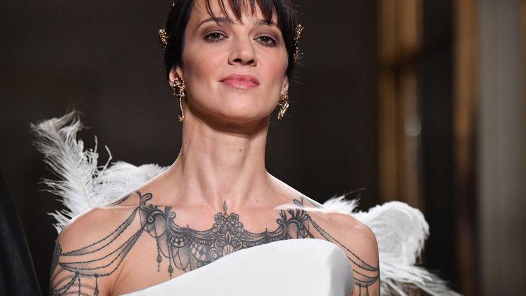 Asia Argento défile pour le couturier Antonio Grimaldi le 21 janvier 2019 à Paris  (Corinne Jeammet)