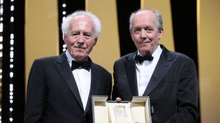 Les frères Jean-Pierre et Luc Dardenne et leur Prix de la mise en scène pourLe Jeune Ahmed (VALERY HACHE / AFP)