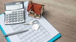 La taxe d'habitation diminue d'année en année et en 2021, les abattements concernent les riches. (BOONCHAI WEDMAKAWAND / MOMENT RF / GETTY IMAGES)