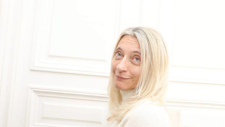 L'avocate Isabelle Steyer photographiée dans ses bureaux à Paris le 17 octobre 2017. (YANN FOREIX / MAXPPP)