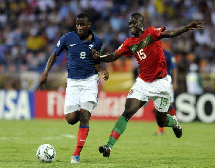 Le Portugais Danilo Pereira face au joueur de l'équipe de France U-20 Gueida Fofana lors du Mondial 2011 (LUIS EDUARDO NORIEGA / EFE)