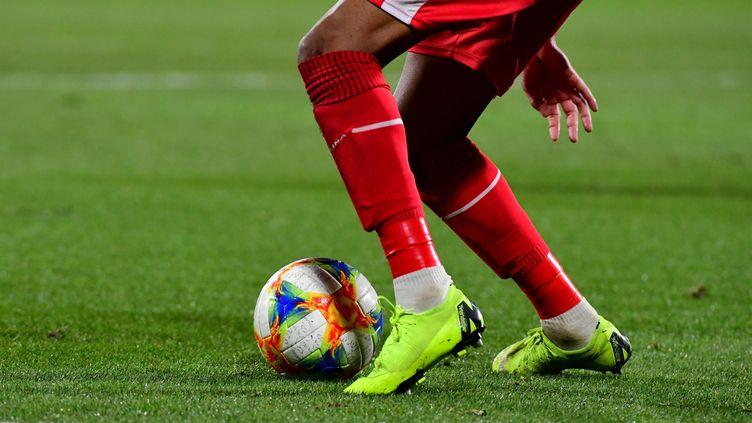 Un joueur de football professionnel. (Illustration). (MICHEL CLEMENTZ / MAXPPP)