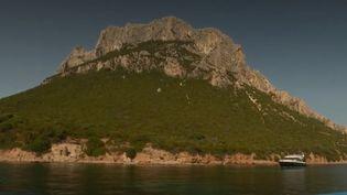 Découvrez l'île de Tavolara, ce petit royaume perdu en Méditerranée (Découvrez l'île de Tavolara, ce petit royaume perdu en Méditerranée)