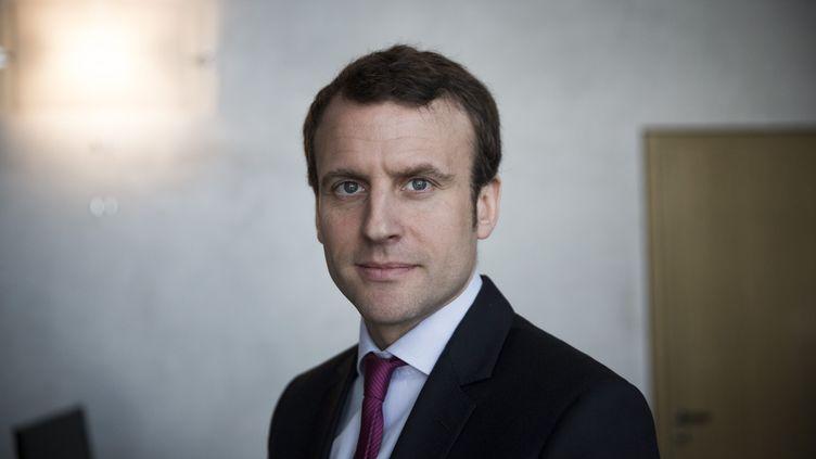 Le ministre de l'Economie, Emmanuel Macron, dans son bureau, le 30 mars 2016. (MAXPPP)