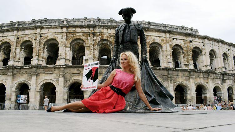 Pamela Anderson, le 21 juillet 2017, devant les arènes de Nîmes (Gard), lors d'une action anti corrida. (MAXPPP)