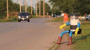 Capture d'écran de la vidéo de présentation d'Hitchbot, le robot auto-stoppeur qui a traversé le Canada. (VIMEO / HITCHBOT)