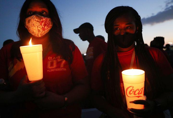 Veillée aux chandelles,en hommage à George Floyd, le 8 juin 2020, à Houston (Texas). (MARIO TAMA / GETTY IMAGES NORTH AMERICA)