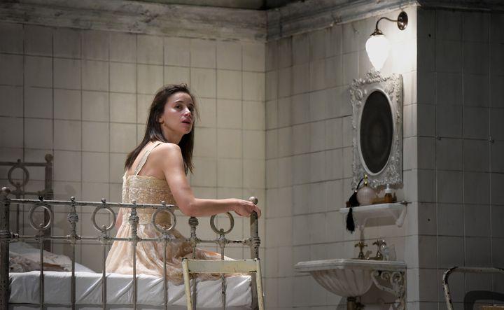 Suliane Brahim, Juliette  (Vincent Pontet/Opéra national de Paris)