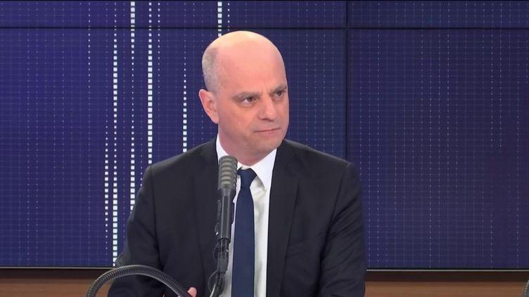 Jean-Michel Blanquer, le ministre de l'Éducation nationale, dans les studios de franceinfo dimanche 15 mars 2020. (FRANCEINFO / RADIO FRANCE)