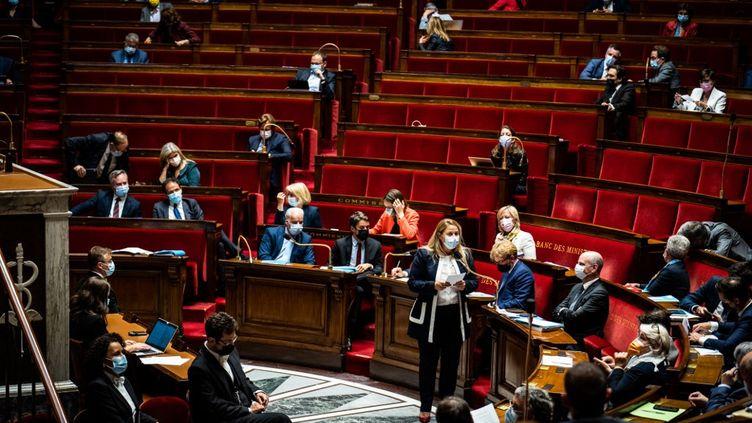L'hémicycle de l'Assemblée nationale, le 29 juin 2021 à Paris. (XOSE BOUZAS / HANS LUCAS / AFP)
