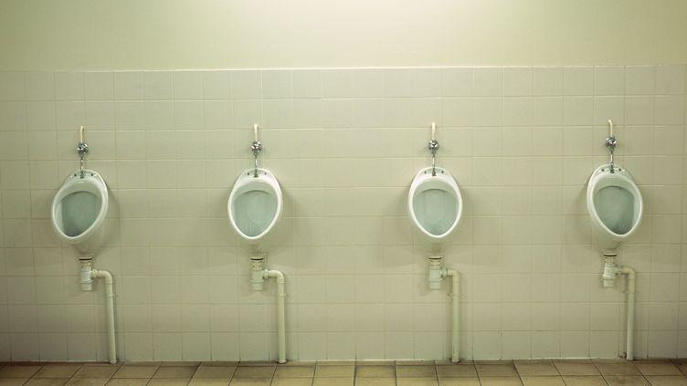 42% des élèves se plaignent du manque de papier, 32% des odeurs, 23% de la propreté, et 12% du manque d'intimité des installations. (MAXPPP)