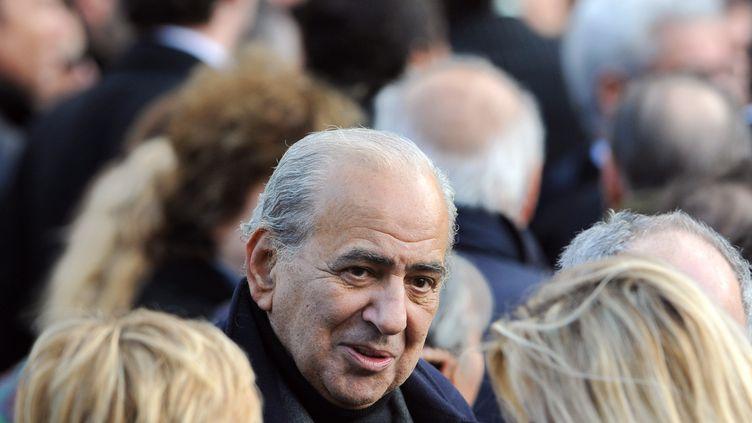 Le journaliste Pierre Bénichou assiste aux obsèques du chanteur Carlos, à Paris, le 22 janvier 2008. (MARTIN BUREAU / AFP)