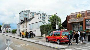 Un enfant a été tué et un autre grièvement blessé à Lorient, dimanche 9 juin. Le chauffeur et sa passagère sont toujours en fuite. (MAXPPP)
