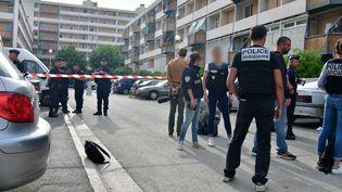 Intervention de la police après la fusillade dans la cité de la Busserine à Marseille, le lundi 21 mai 2018. (GEORGES ROBERT / MAXPPP)