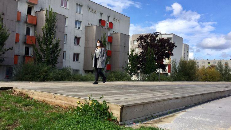L'un des quartiers des Mureaux dans les Yvelines. (ALICE KACHANER / FRANCEINFO  RADIO FRANCE)